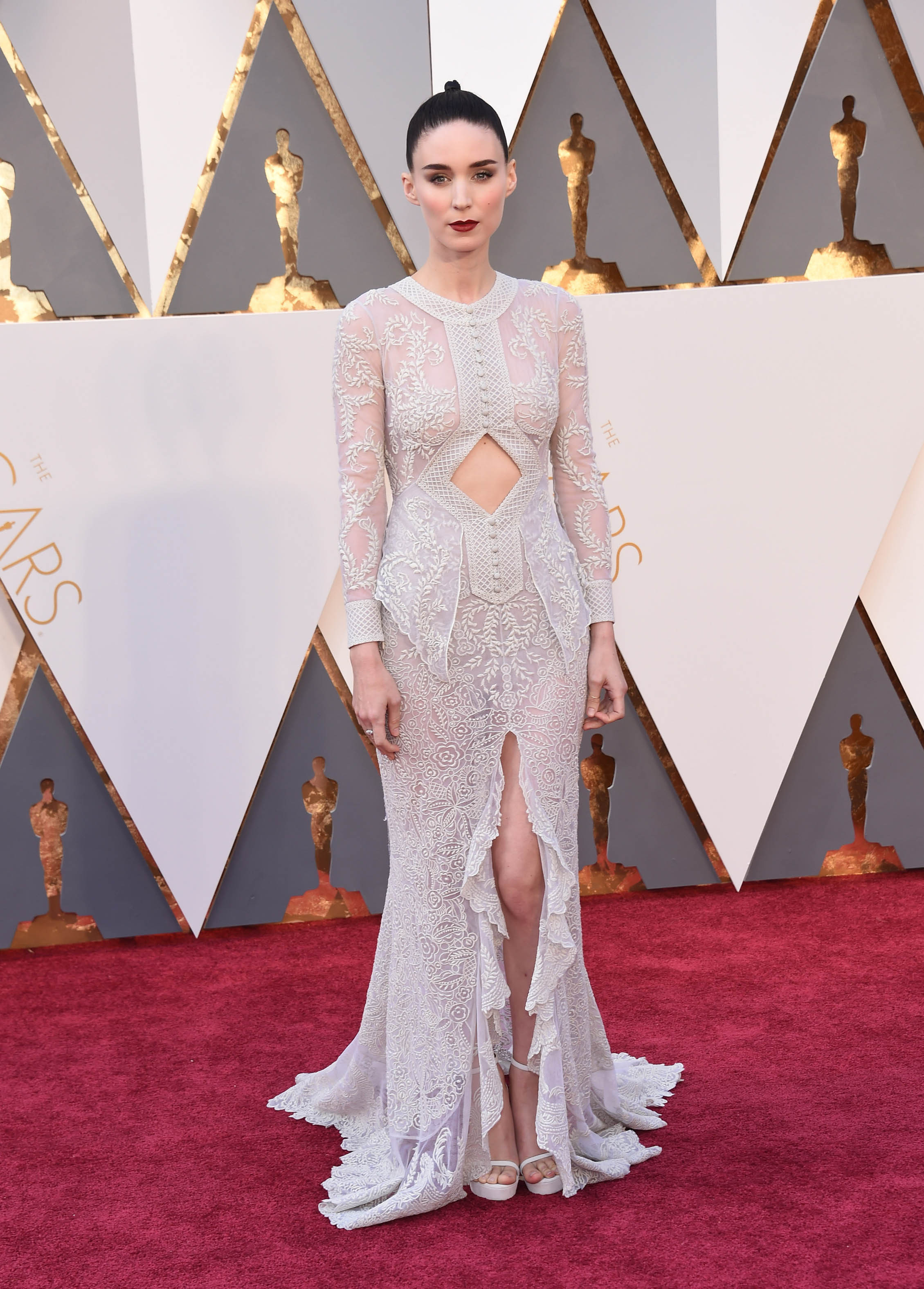 Photo by: KGC-11/starmaxinc.com STAR MAX Copyright 2016 ALL RIGHTS RESERVED Telephone/Fax: (212) 995-1196 2/28/16 Rooney Mara at the 88th Annual Academy Awards (Oscars). (Hollywood, CA, USA)