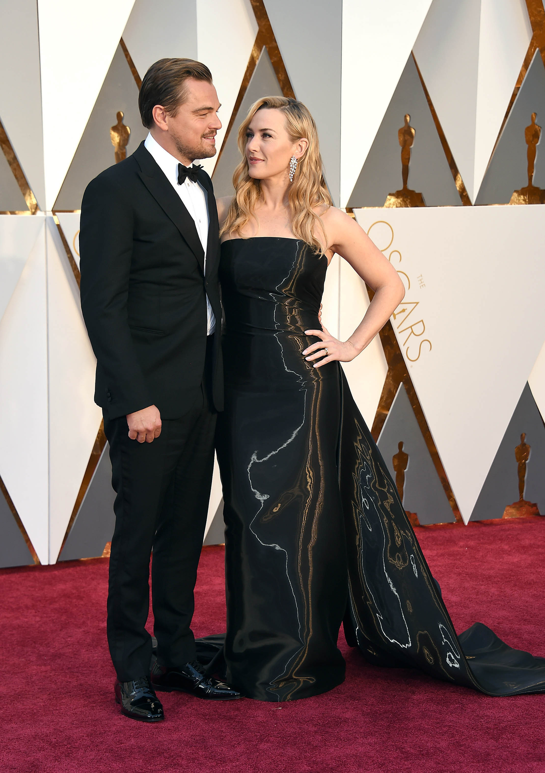 Photo by: KGC-11/starmaxinc.com STAR MAX Copyright 2016 ALL RIGHTS RESERVED Telephone/Fax: (212) 995-1196 2/28/16 Leonardo DiCaprio and Kate Winslet at the 88th Annual Academy Awards (Oscars). (Hollywood, CA, USA)