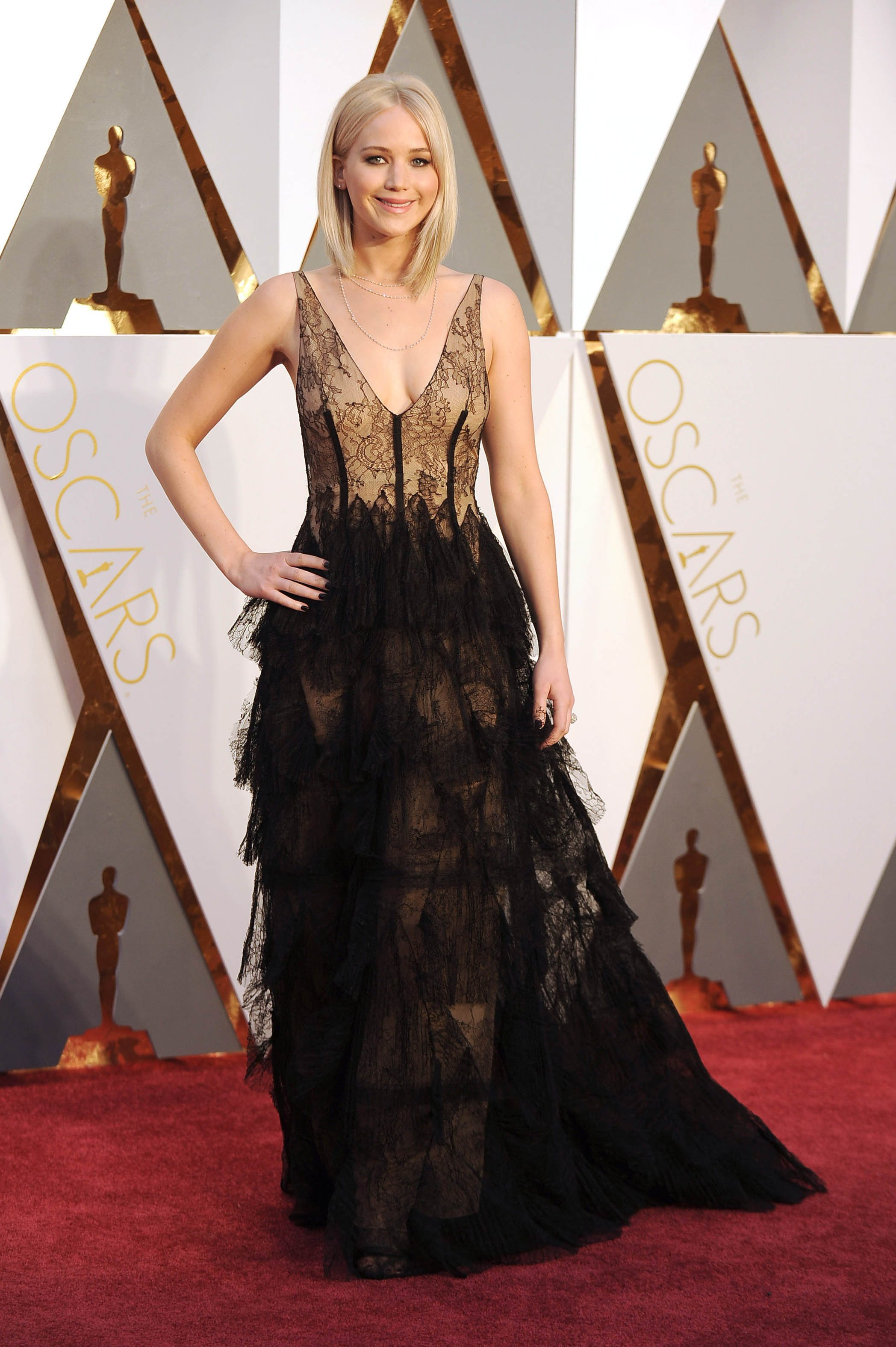 Photo by: KGC-11/starmaxinc.com STAR MAX Copyright 2016 ALL RIGHTS RESERVED Telephone/Fax: (212) 995-1196 2/28/16 Jennifer Lawrence at the 88th Annual Academy Awards (Oscars). (Hollywood, CA, USA)