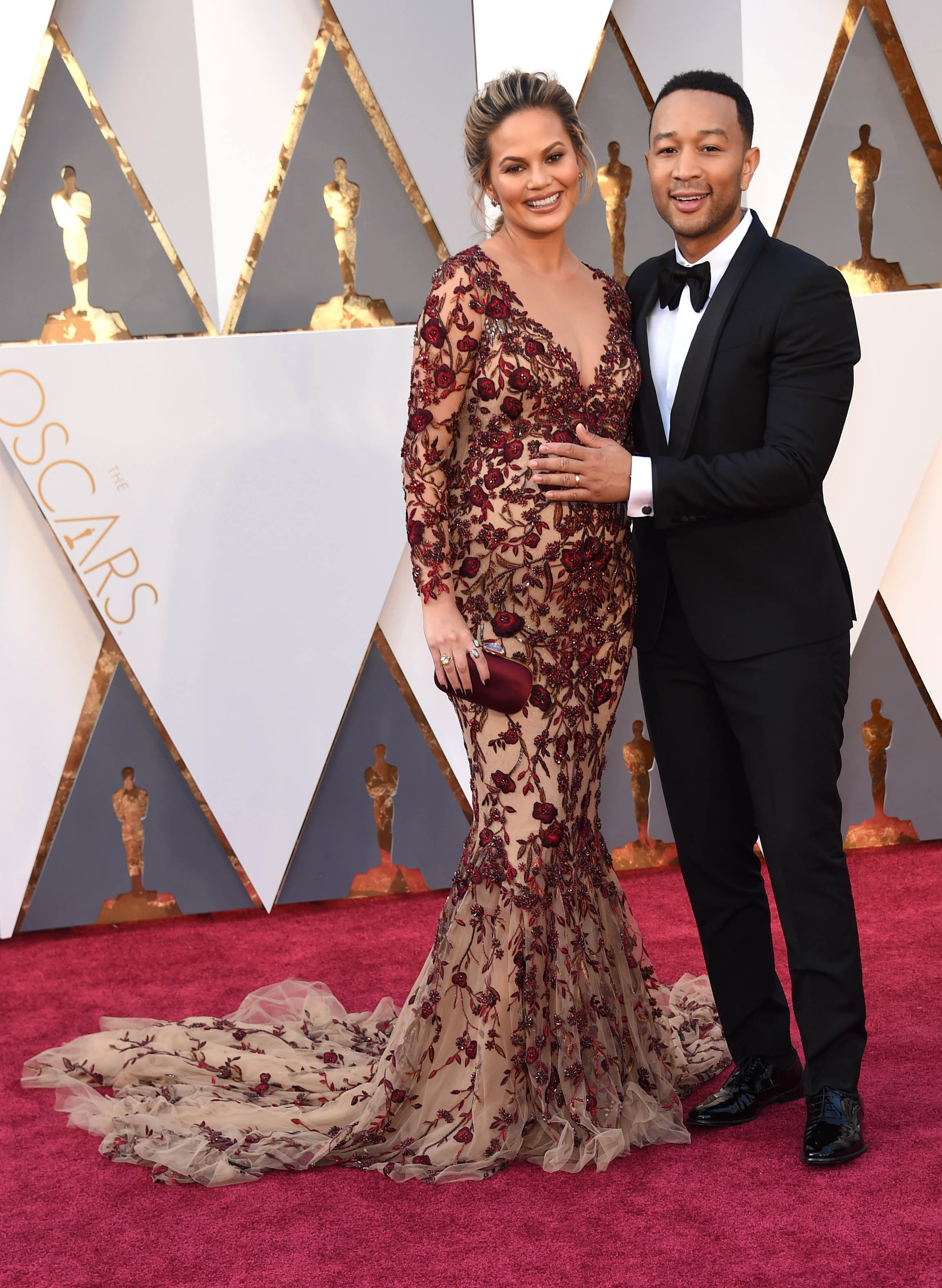 Photo by: KGC-11/starmaxinc.com STAR MAX Copyright 2016 ALL RIGHTS RESERVED Telephone/Fax: (212) 995-1196 2/28/16 Chrissy Teigen and John Legend at the 88th Annual Academy Awards (Oscars). (Hollywood, CA, USA)
