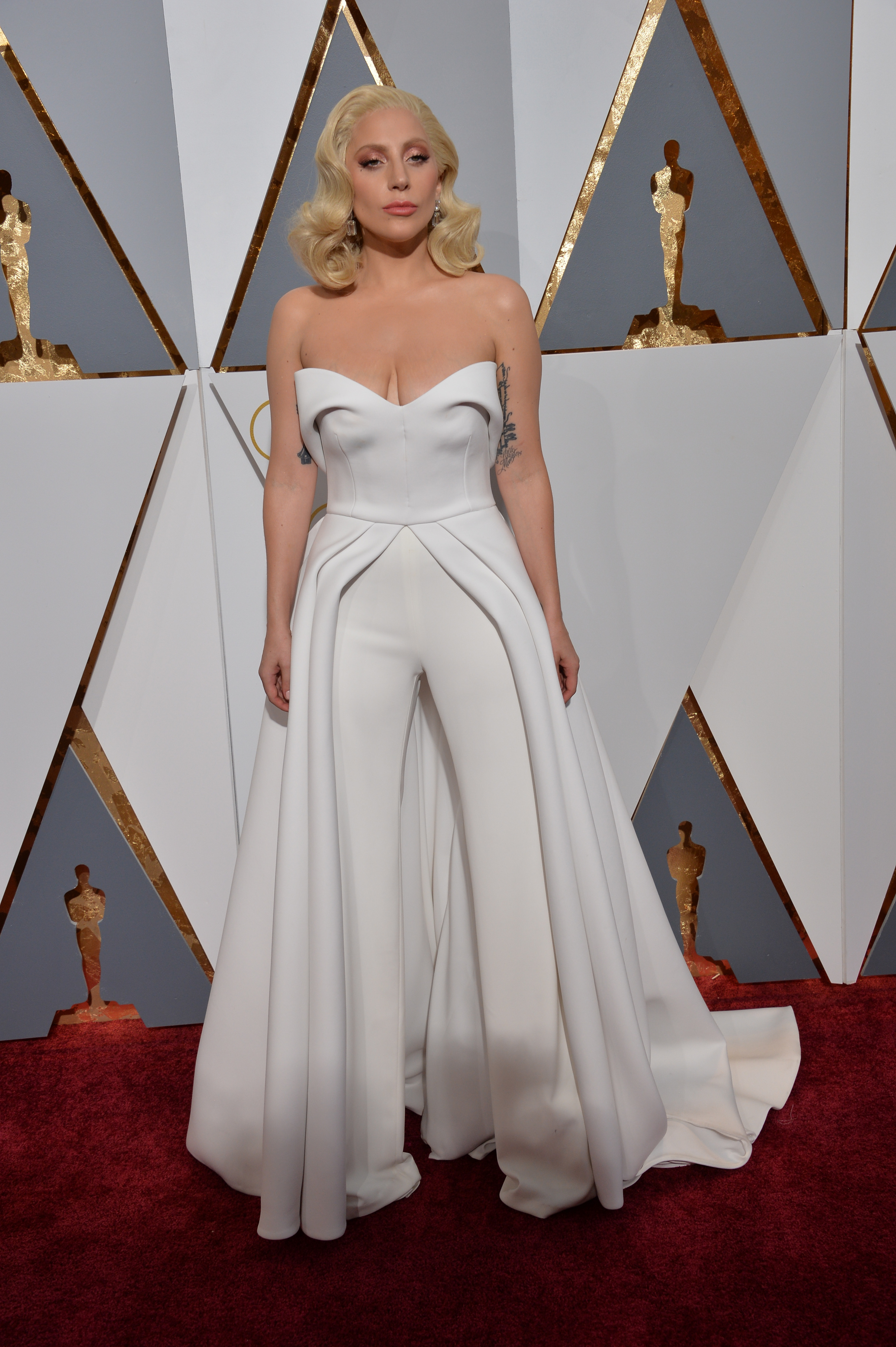 Lady Gaga at the 88th Academy Awards at the Dolby Theatre, Hollywood. February 28, 2016  Los Angeles, CA Picture: Paul Smith / Featureflash